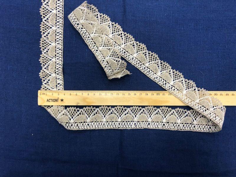 40 мм Льняное кружево серое с белыми конусами