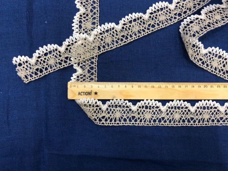 40 мм Льняное кружево серое с белой каймой