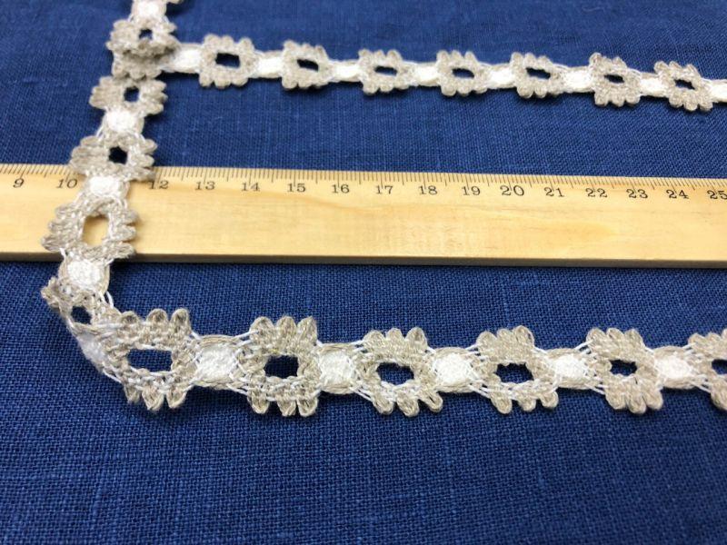 20 мм Узкое льняное кружево с узорными медальонами