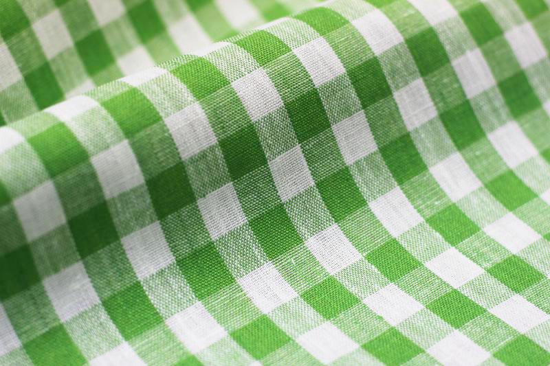 150 см. Ткань полульняная в зелено-белую клетку