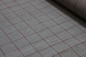 Ткань серого цвета с большой тонкой клеткой