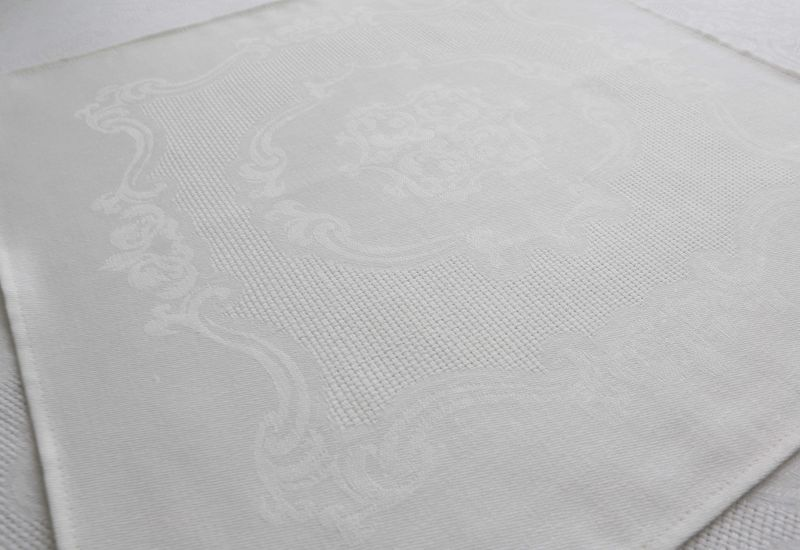 48х48 Столовая льняная белая салфетка Марго