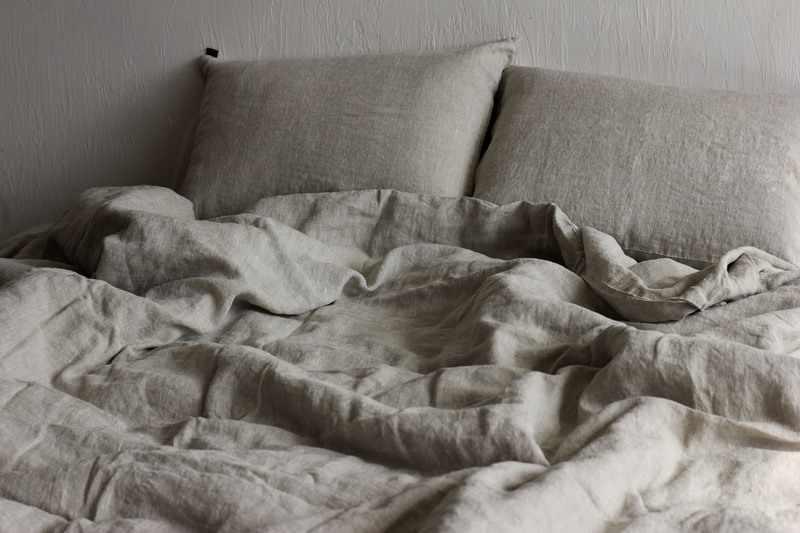 Серый комплект постельного белья семейный с двумя пододеяльниками