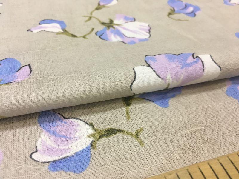 150 см. Ткань с рисунком цветов голубого цвета
