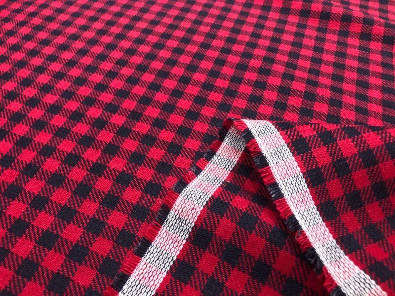 145 см. Мягкая плотная ткань в красную клетку Woodman