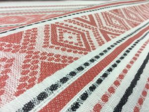 160 см. Ткань для скатерти в народном стиле с орнаментом