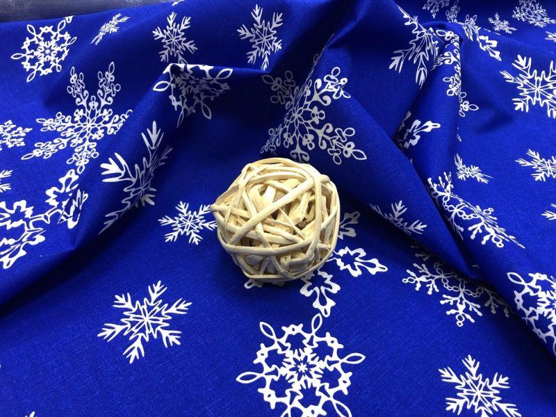 150 см. Новогодняя синяя ткань с рисунком снежинки
