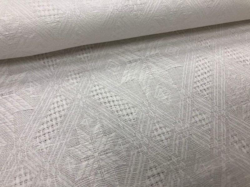 150 см. Белая жаккардовая ткань