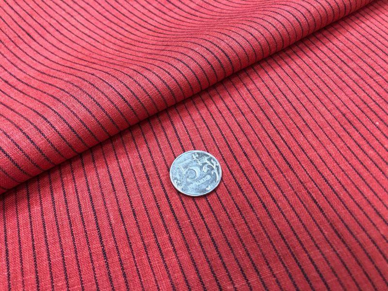 150 см. Красная сорочечная ткань в тонкую черную полоску