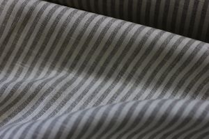 Ткань льняная в серую полоску